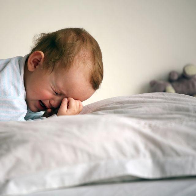síró gyerek (sírás, gyerek, baba, )
