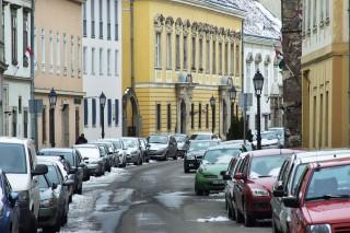 vár - parkolás (vár, úri utca, parkolás, autó, )