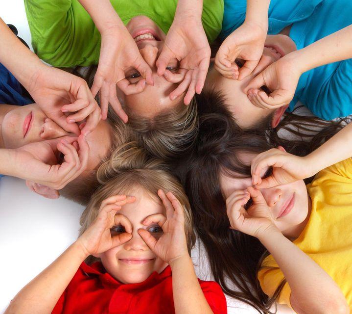 Boldog gyerekek (gyerekek, boldogság, )