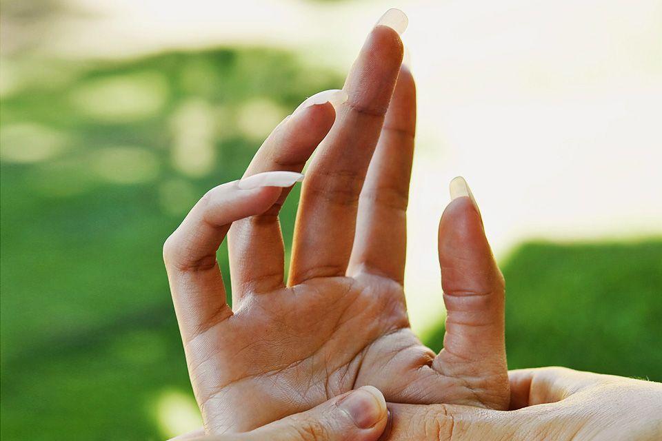 kéz (kéz)