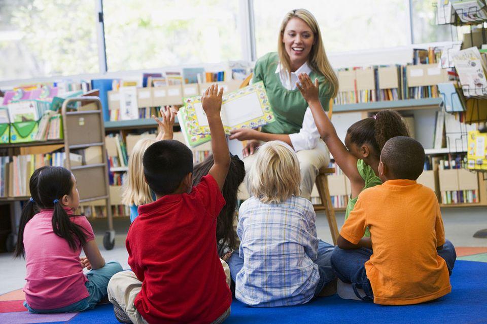 kisiskolás (iskola, gyerek, írás, )