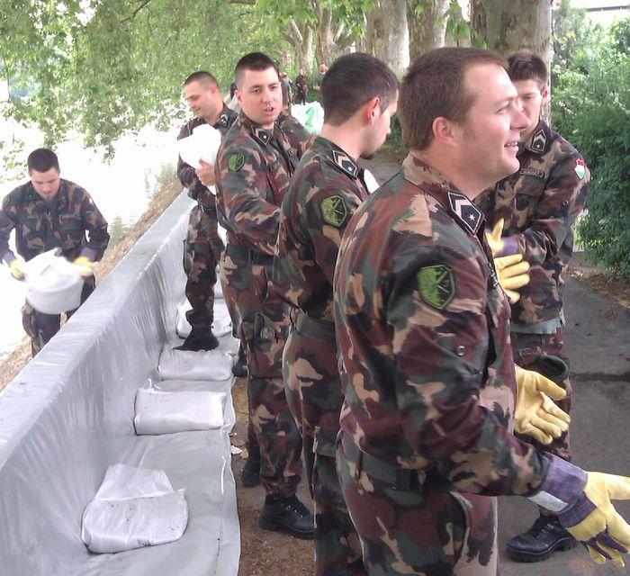 A Bocskai-dandár katonái is segítenek az árvízi védekezésben (A Bocskai-dandár katonái is segítenek az árvízi védekezésben)