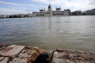 Árvíz (árvíz, duna, parlament)