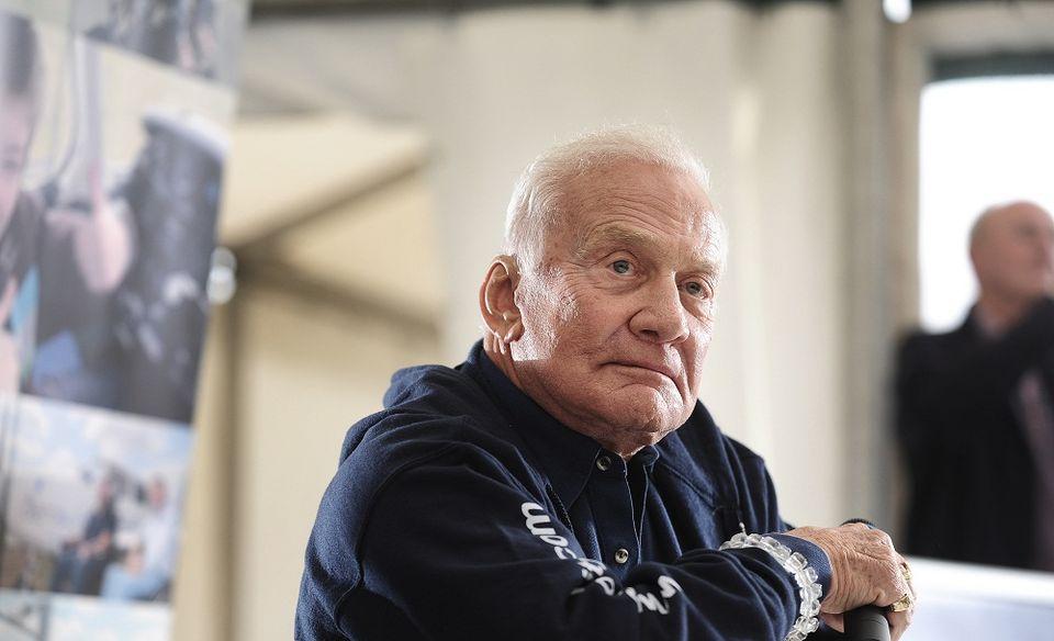 Buzz Aldrin (buzz aldrin, )