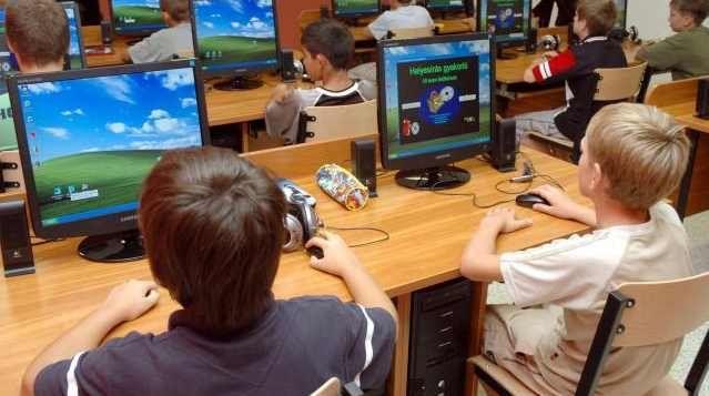 Gyerekek számítógéppel (Gyerekek számítógéppel)