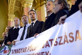 Jobbik(210x140)(1).jpg (jobbik, parlament, )