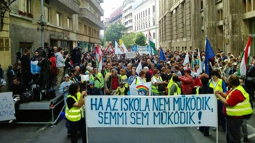 Pedagógusnapi tüntetés (pedagógusnap, )
