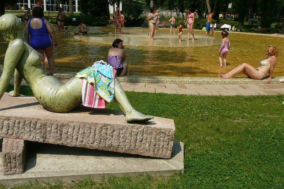 Strandolo-(Hodmezovasarhely)(960x640).jpg (strandoló, strand, víz, medence, fürdő, )