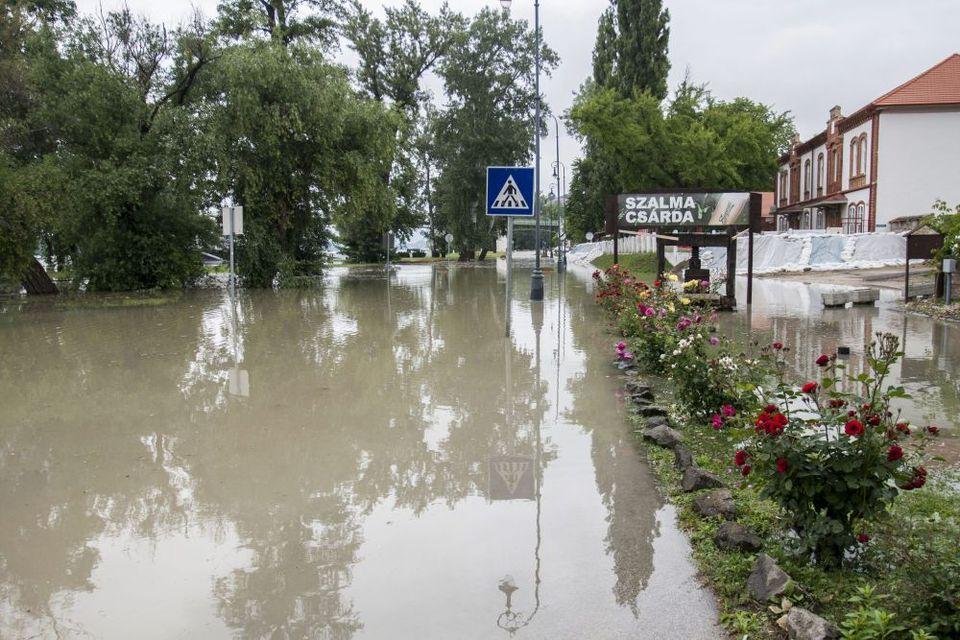 árvíz Esztergomban (árvíz, duna, esztergom, )