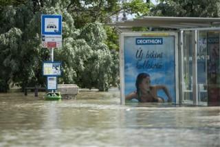 árvíz, elöntött buszmegálló, budapest (árvíz, )