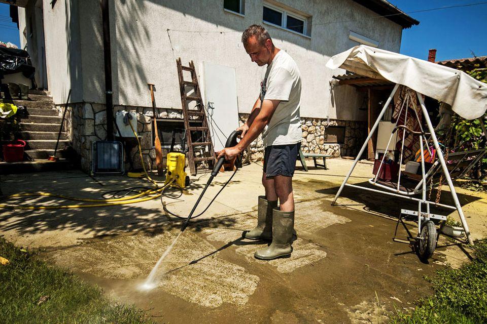 árvíz utáni takarítás (árvíz, takarítás)