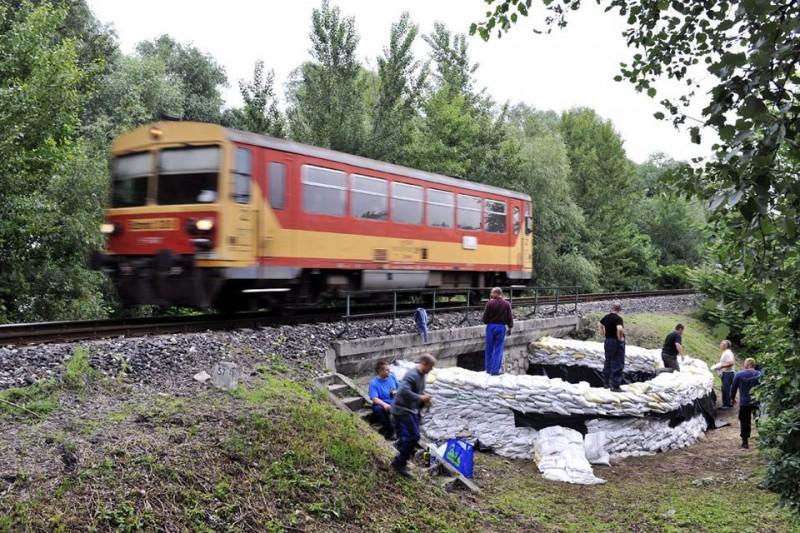 árvíz vonat (árvíz, neszmély, vonat, )