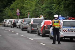 baleset, útzár, 83-as főút (baleset, útzár, 83-as főút)