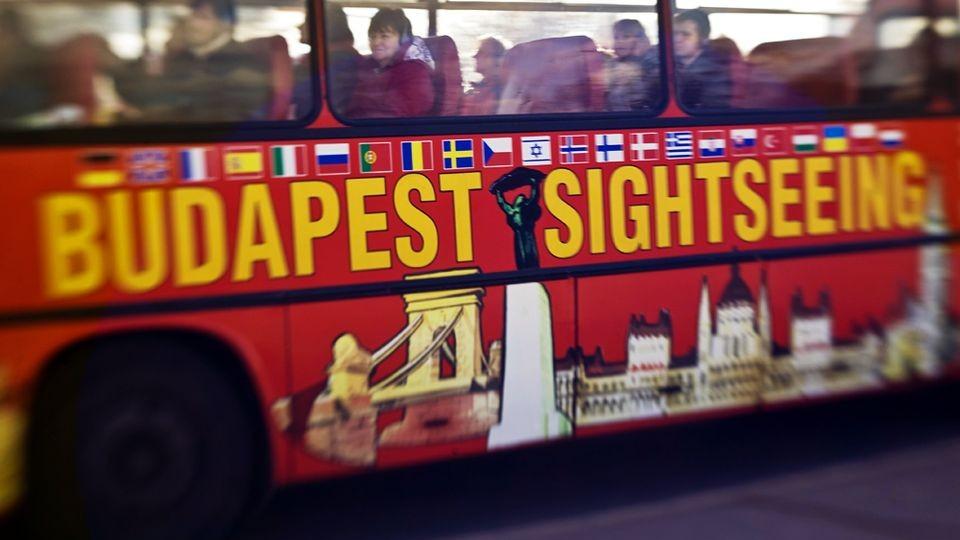 budapest sightseeing (budapest, turizmus, túrista busz)