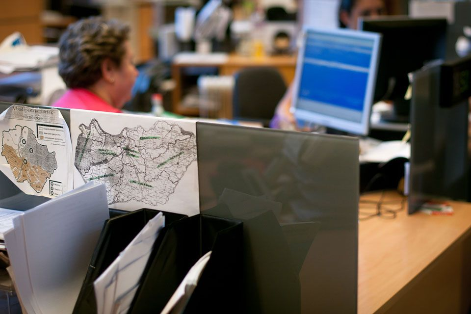iroda (iroda, íróasztal, számítógép, telefon, kéz, billentyűzet, )