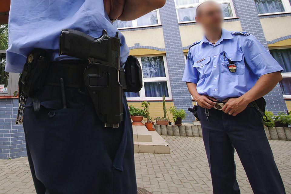 rendorseg(960x640)(2).jpg (rendőr, fegyver, pisztoly, )