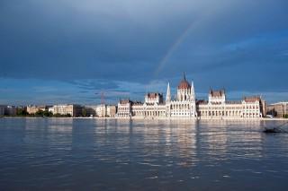 szivárvány a parlament fölött (szivárvány, parlament, árvíz 2013, )