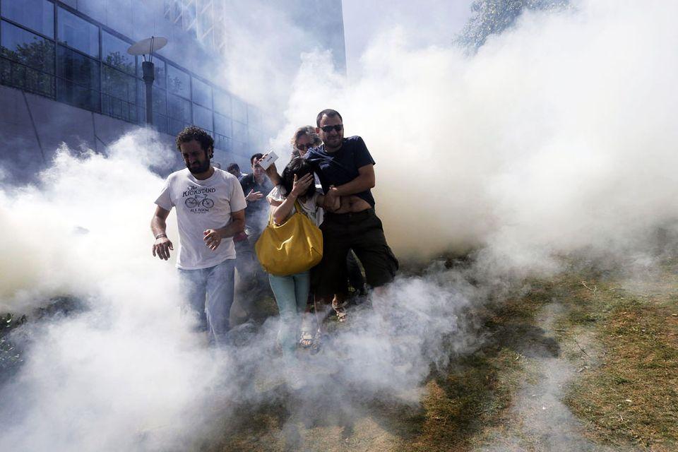 tüntetés isztambulban (tüntetés, könnygáz, isztambul)