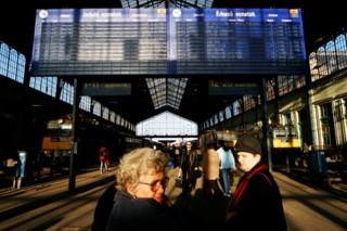 utazás nyugati (vonat, közlekedés, )