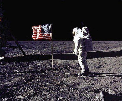 Holdra szállás (holdra szállás, )