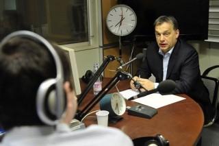 Orban-a-radioban(960x640)(1).jpg (orbán viktor)