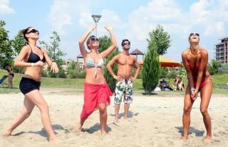 Strandröplabda kupán a SportKlub sztárjai (sportröplabda, )