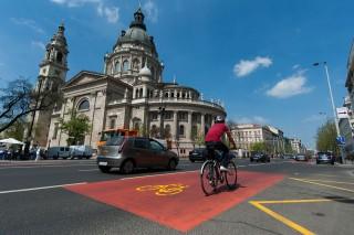 buszsáv és bicikli út (buszsáv, biciklis, bicikli út, )