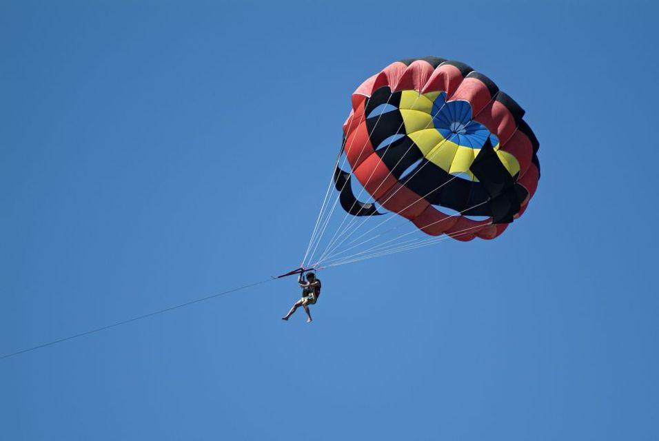 parasailing (parasailing, vízi ejtőernyő)