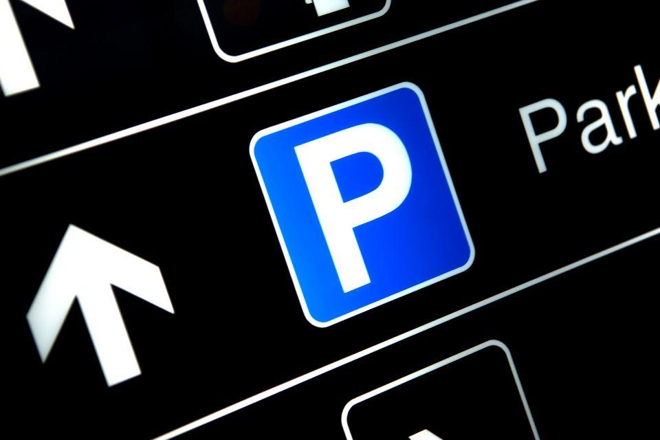parkoló (parkolás, )