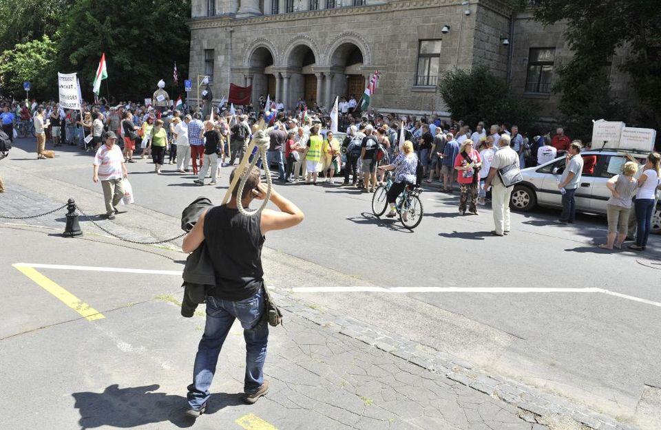 tüntetők a kúriánál (tüntetés, )