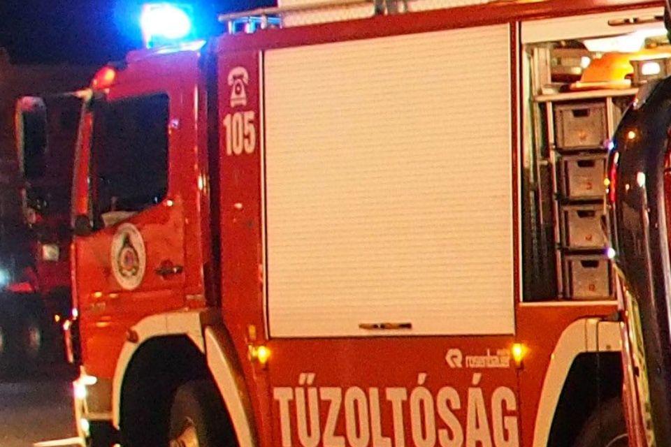tűzoltóság (tűzoltóautó)