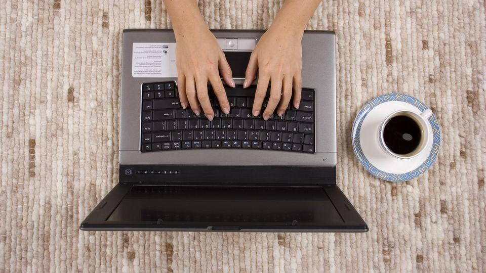 Az okosabbak távmunkával mentik a menthetőt (munka, távmunka, laptop,)