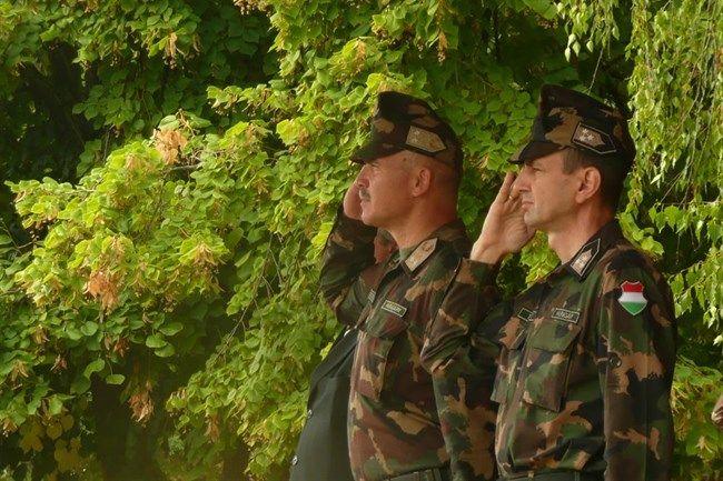Domjan-Laszlo-vezerornagy-es-Takacs-Attila-ezredes(650x433).jpg (domján lászló vezérőrnagy, takács attila ezredes, bocskai istván lövészdandár, )