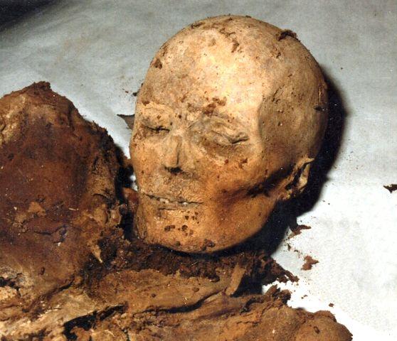 Múmia a szegedi Fekete házban (Múmia a szegedi Fekete házban)