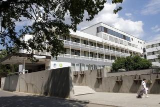 Velkey László gyermek-egészségügyi központ épülete Miskolcon (velkey lászló kórház, miskolc, csecsemőhalál)