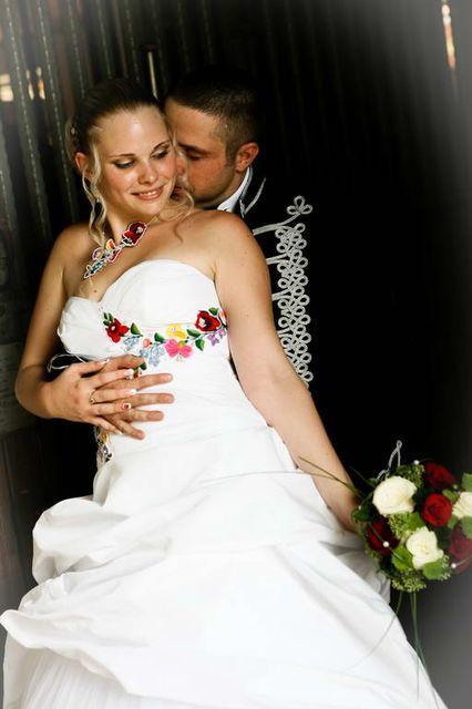 esküvői ruha (esküvői ruha, )