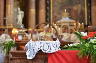 kenyéráldás (bazilika, )