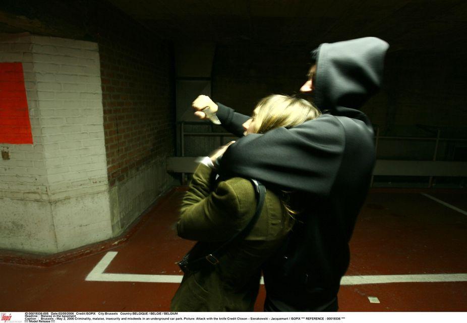 rablás (nemi erőszak, rablás, kés, )