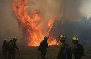 tűz spanyolországban (tűz, tűzoltó, )