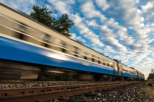 vonat (vonat)