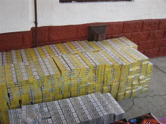3,5 milló értékű illegális cigaretta és tűzijáték egy kövegyi házban (3,5 milló értékű illegális cigaretta és tűzijáték egy kövegyi házban)