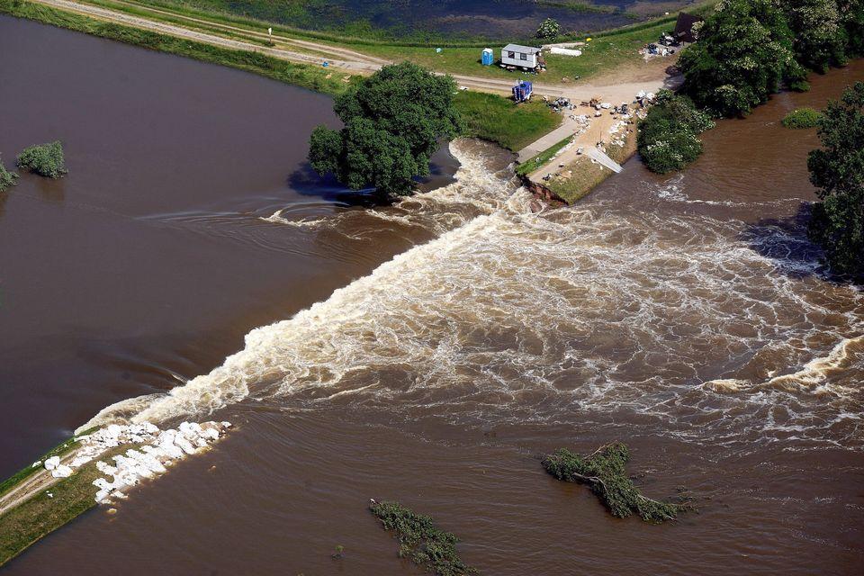 Áradás (áradás, )