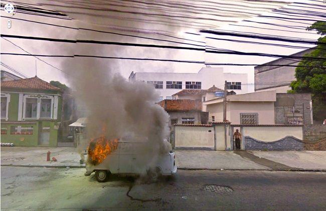 Égő autó (égő autó, kisbusz, google streetview)