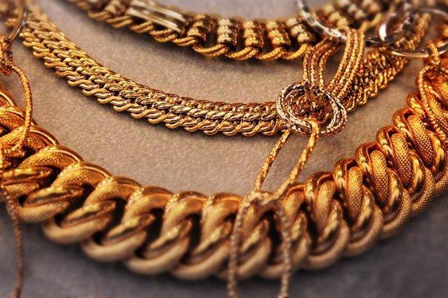 Indai-es-Kina-rantotta-magaval-az-aranypiacot(650x433).jpg (arany, ékszer)