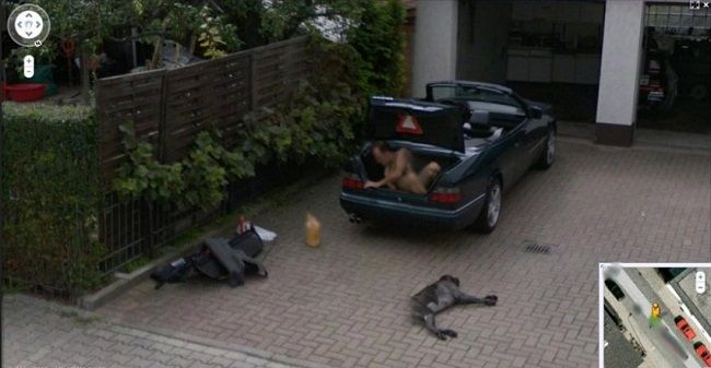 Meztelen férfi (google street view, utackép, meztelen)
