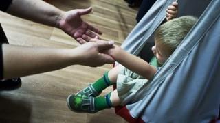 autista kisgyerek (autista, gyerek, autizmus, )