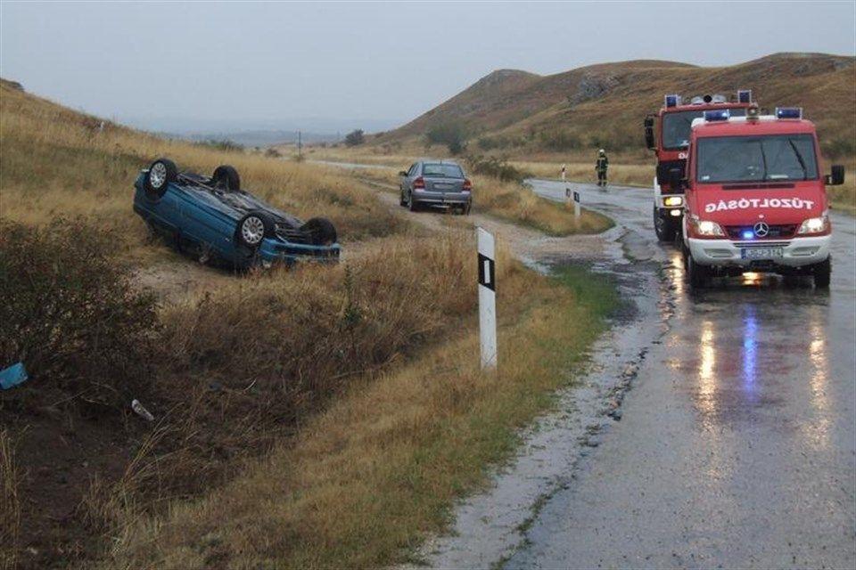 baleset(960x640).jpg (csákberény, felborult autó, )