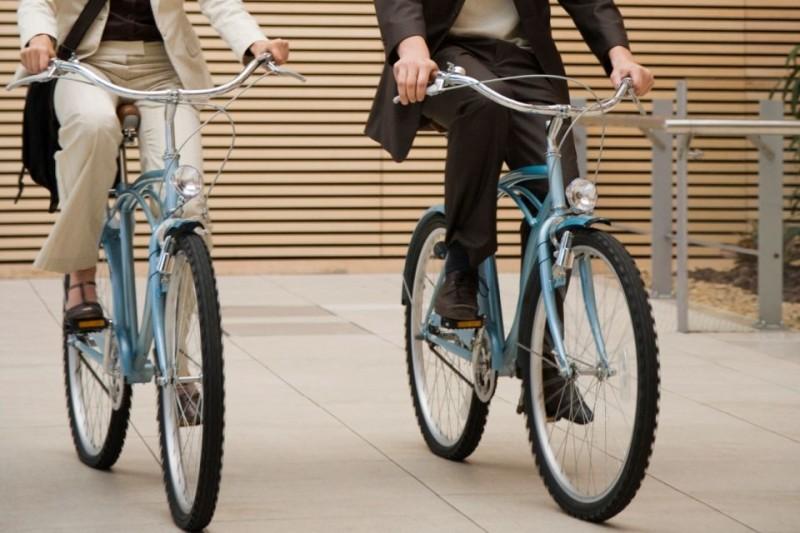 biciklizők (kerékpároznak)