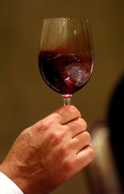 borkóstolás (borkóstolás, borkóstoló, bor, vörösbor, )