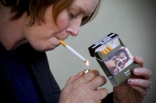 cigaretta (cigaretta, dohányzás, cigarettás doboz)